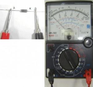 Figura 4 - Medindo a resistência inversa do diodo 1N4007
